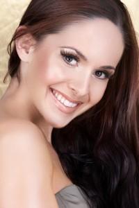 pretty woman straight smile
